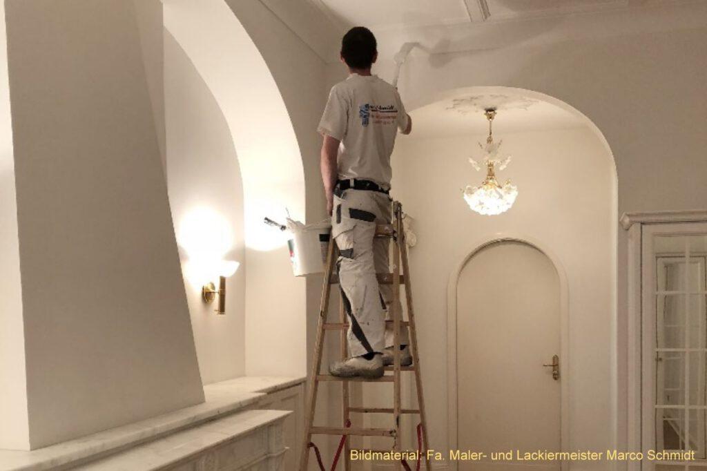 Zuerst wird immer die Arbeit des Malers entdeckt, denn er macht aus jeder Bude eine Wohnung