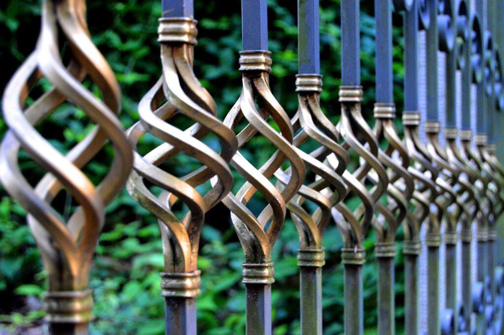 Kunstschmiede verschönern nicht nur Zäune und Tore, sondern machen aus Metall Kunst