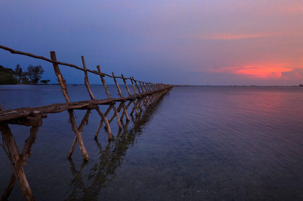 Fischer arbeiten vor allem mit dem Wasser und beschaffen eines der ältesten Lebensmittel