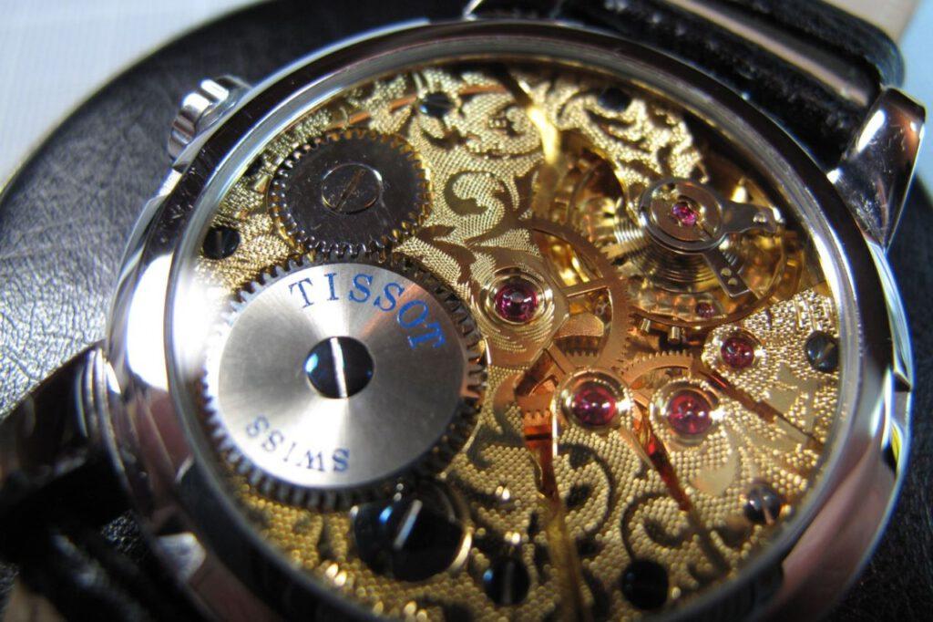 Uhrmacher fertigen mechanische Miniaturwunder